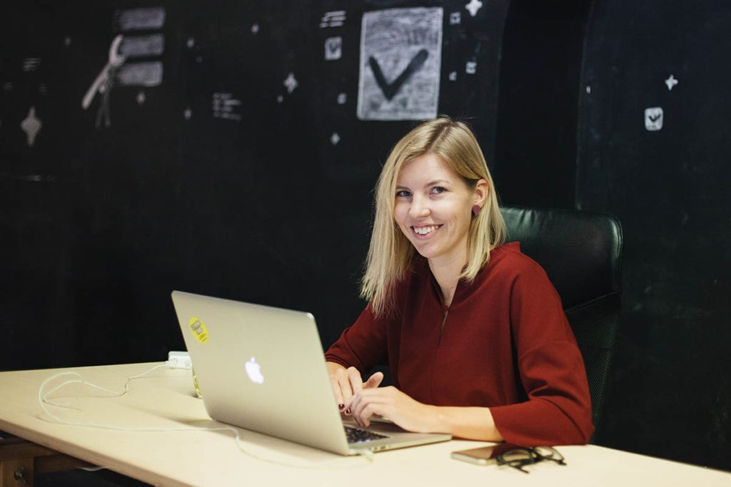 Liina, the founder of Extreme Tribe, working remotely